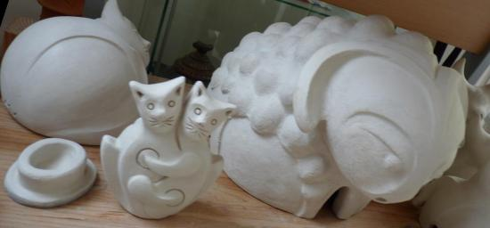 Mouton et urnes chats